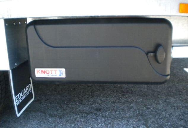 1 Achs Hochlader mit Werkzeugbox, Anhänger EDUARD mit Werkzeugbox, Werkzeugbox geschlossen, Farbe: schwarz, Ansicht seitlich, Aufnahme im Freien