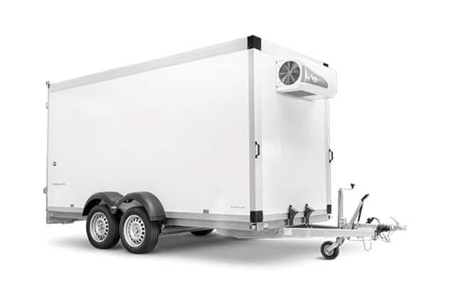 Kühlanhänger HUMBAUR Plywood, günstiger Kühlanhänger, 2 Achs Kühlanhänger, Farbe weiß, Ansicht schräg vorne, Hintergrund weiß