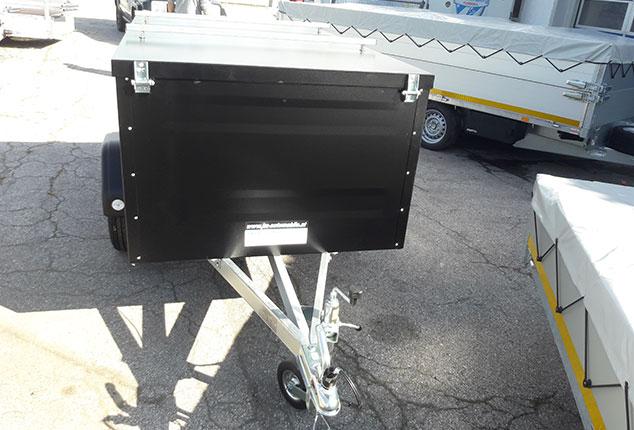 PKW-Anhänger, Kofferanhänger TPV mit PKW-Anhängerkupplung, TPV Kofferanhänger geschlossen, Farbe schwarz, Ansicht vorne, Aufnahme im Freien