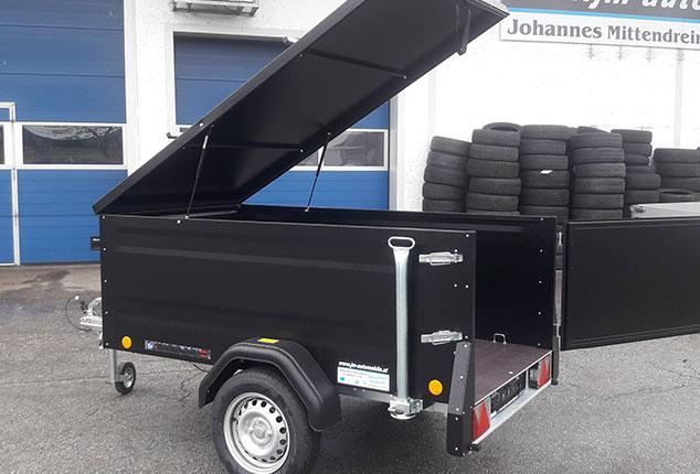 Kofferanhänger TPV, PKW-Anhänger, Kofferanhänger geöffnet, Farbe schwarz, Ansicht seitlich, Aufnahme im Freien