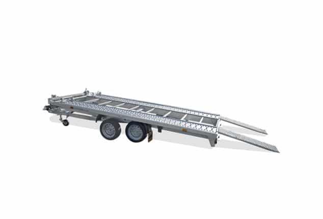 günstiger Auto Transporter, HUMBAUR MTK, PKW- Transporter, 2 Achs Anhänger, Ansicht seitlich, Aufnahme Hintergrund weiß