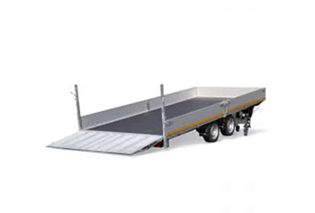 Anhänger Maschinentransporter EDUARD, Hochlader mit Kippsystem, Baumaschinenanhänger, Verladerampe ausgeklappt, Ansicht schräg hinten, Aufnahme Hintergrund weiß